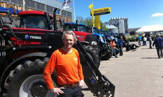 """Adm. direktør Gunnar Thorud, A-K maskiner AS, pendlet mellom """"A-K Mart'n"""" og """"Yellow Days""""."""