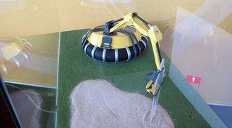 Om understellet på HC300 er bygd på oppblåsbare gummielementer skal være usagt, men dette er en maskin som er skånsom mot underlaget, og dermed kan jobbe på for eksempel en golfbane uten å gjøre skade på gresset.