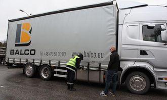 Dieselsjekk som ble bestått på denne svenske lastebilen.