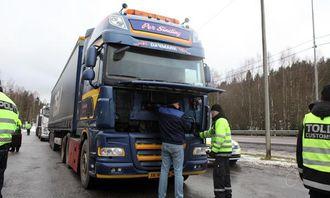 Denne danske trekkbilen gikk og kokte og måtte få påfyll av sjåføren.