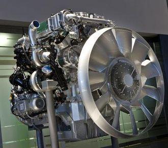 Avansert Euro 6-motor med totrinns turbolading og for første gang hos lastebiler en variabel kamaksel for eksosventilene som gir varierte åpningstider.