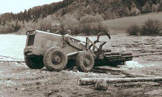 Tømmerutslag med hjullaster i 1958, dengang en revolusjon i tømmerhåndteringen.