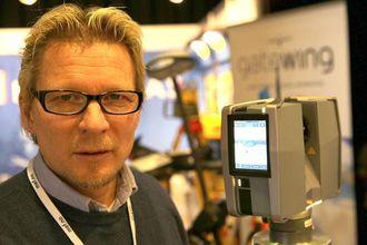 Joh Einar Solhaug viste frem laserskanneren DR400 på Anleggsdagene 2013 på Gardermoen.