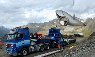 Omlasting fra semitrailer til transportmodul 800 meter før ankomst til monteringsstedet.
