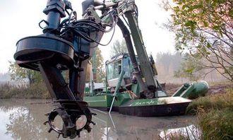 Nærbilde av effektivt kutteutstyr. Watermaster kan også bevege seg på land og det er utviklet et bredt spekter av utstyr til maskinen.