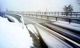 Sommersol varmer bru om vinteren i Därlingen i Sveits.
