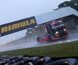 Renault har gjennomført årets Truck Racing med stil og heder - her på en ekstremt regntung Le Mans.
