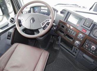 Førerplassen i Renault T er moderne og byr på gode arbeidsforhold for sjåføren.