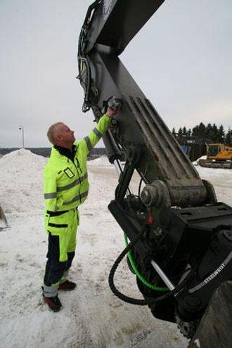 Den eneste koblingen Inge Eriksen trenger å tenke på, er el-kabelen til rototilten.