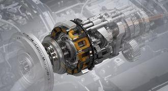 El-motoren sitter mellom clutch og girkasse og bygger bare 110 mm i lengden.