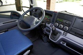 Innvendig er det lite som skiller Fuso Canter Eco Hybrid fra en konvensjonell Canter.