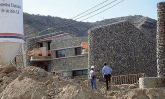 Stein i fasaden er Lyngs kjennemerke på Gran Canaria, og bebyggelsen i Taurodalen følger mønsteret.