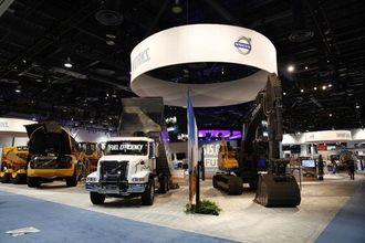 Det var stille og rolig på Volvos utstilling bare minutter før åpningen.