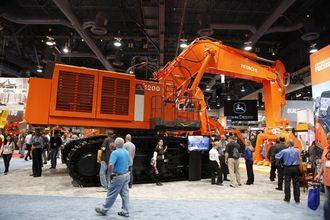 Hitachis største maskin på Conexpo er en EX1200.