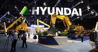 Hyundai har en stor stand og en riktig røslig 120-tonner på plass.