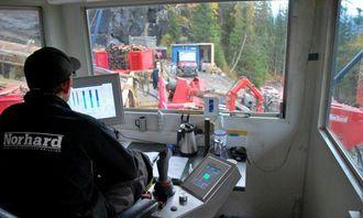 Styringen av boringen foregår fra en egen unit som løftes på plass ved borestedet.