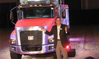 Direktør Georg Taylor i Caterpillar Global On-Highway Truck Group under avdukingen av CT660 i Las Vegas i 2011.