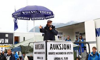 Auksjonarius var produktsjef Terje Andersen fra Volvo Maskin.