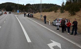 FH-interesserte tilskuere hadde tatt plass mange steder før grensen til Norge.