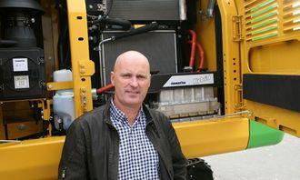 Nyansatt salgs- og markedssjef i Hesselberg Maskin, Petter M. Berge, var også til stede ved overleveringen.