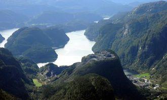 Nybruddet ligger spektakulært til på Eikefet. Bildet er tatt i 2009.