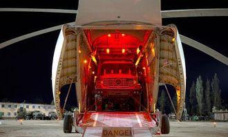 Zetros i helikopter, klar til å bli destruert på vanlig McClane-vis.