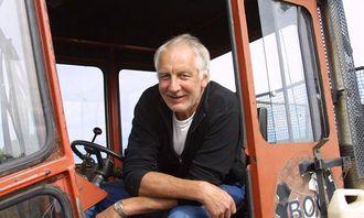 Ove Gunnar Jacobsen trives i den enkle førerhytta på Titan-dumperen.