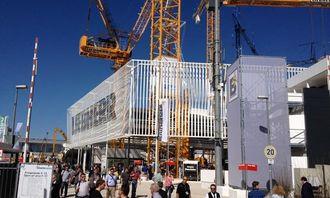Bauma åpnet for publikum mandag og A&T er selvsagt på plass. Liebherr har den største utstillingen på hjemmebane i München, og har etter sigende 2000 ansatte på plass.