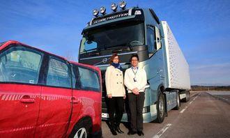 Agneta Sjögren og Peter Wells har utviklet programvare til CW-EB-systemet på Volvo FH.