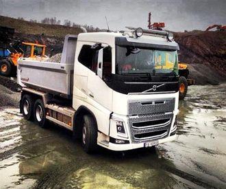 Geir Henriksen har bidratt med dette bildet som er tagget med: #henriksenmaskinstasjon #bulldozermaskinlag #karihaugen #volvofh16 #fh600.