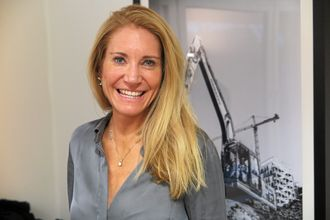 Julie Brodtkorb opplever anleggsbransjen som en ærlig bransje der folk sier det de mener.