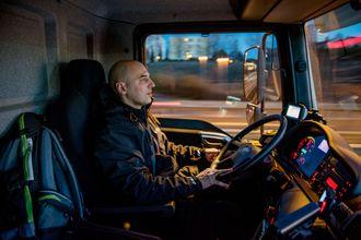 Lydnivået og stillheten inne i bilen er en av egenskapene Ioannis Soumpasis liker best med den helelektriske Emoss-en.