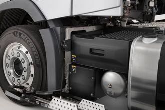 Det nye systemet har gelbatteri for strømbruk mens lastebilen står parkert og blybatteri for start av motoren.