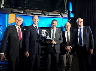 Fra venstre: Richard Zink (direktør for marked og salg i DAFTrucks N.V.), Preston Feight (President i DAF Trucks N.V), Ron Borsboom (direktør for produktutvikling i DAF Trucks N.V.), Gianenrico Griffini (juryleder) og Rob Apples.