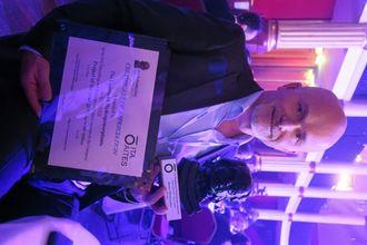 Prosjektleder på Fjærlandsanleggene, Ola Kvammen er også prosjektsjef for tunnel i Lemminkäinen. Han mottok prisen i Paris på vegne av entreprenøren.