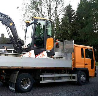 Ny Volvo EC35D gravemaskin og en Volvo FL6 benyttes når Glenn Lie Graveservice utfører oppdrag.