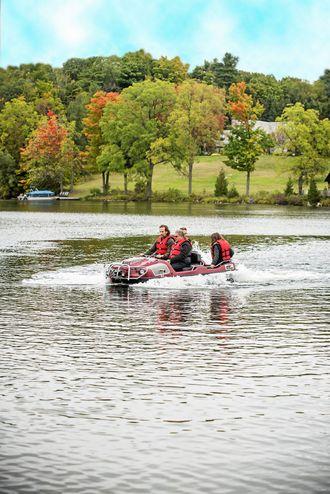 Både på fritid og i utrykningsoppgaver kan Argo også benyttes til å krysse elver.