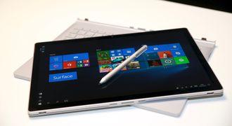 Skjermen på Surface Book 2 kan tas helt av hvis du vil bruke den som nettbrett. Pennen er ekstrautstyr.