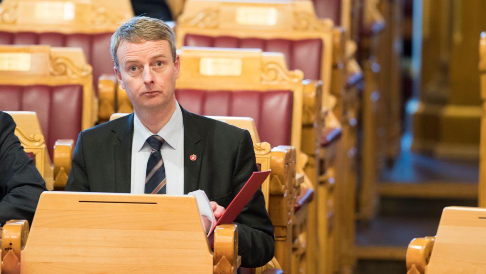 Oljeminister Terje Søviknes tildeler i dag 75 utvinningstillatelser på norsk sokkel. Det er rekordmange nye lisenser.