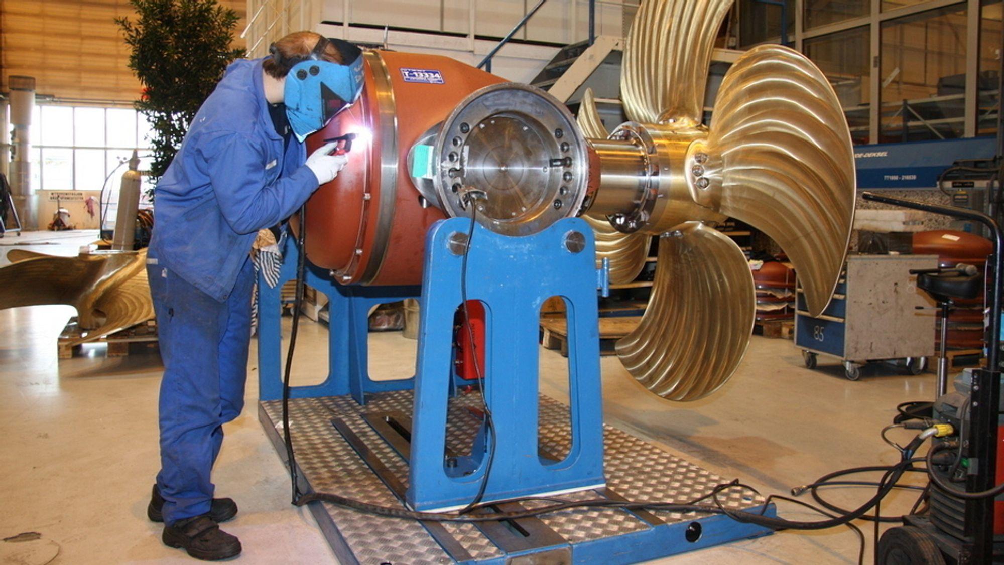 Rolls-Royce i Ulsteinvik lager blant annet baugpropeller.