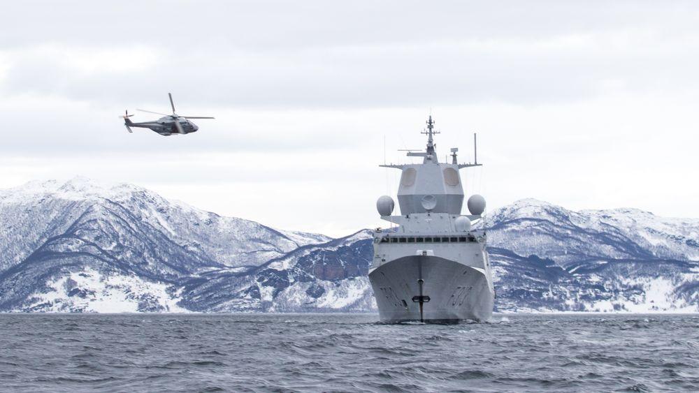 Under øvelse Joint Viking ble det gjennomført Lowpass med NH90 helikopter og fregatten KNM Helge Ingstad // Lowpass with NH90- helicopter and KNM Helge Ingstad during excercise Joint Viking.