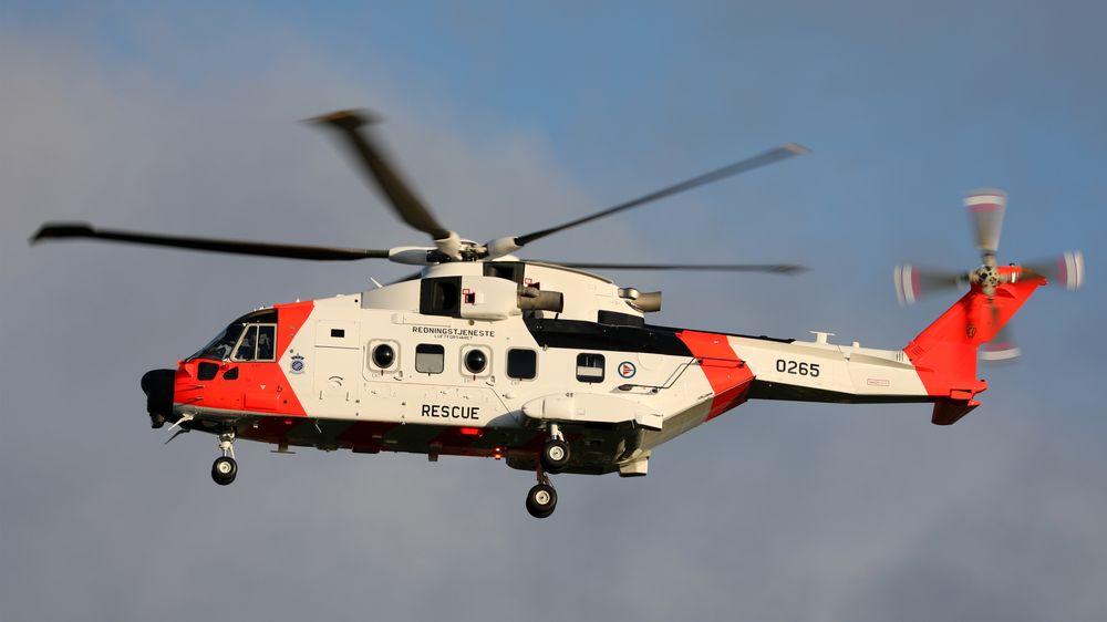 Her tar det nye AW101 redningshelikopteret av fra fabrikken i Yeovil, på vei til Norge.  Foto: Rich Pittman