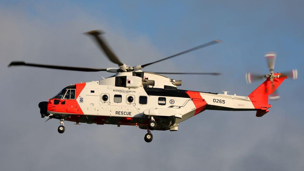 Her tar det nye AW101 redningshelikopteret av fra fabrikken i Yeovil, på vei til Norge.