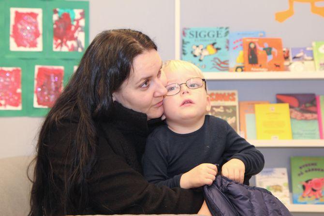 Firebarnsmamma Monica Tangen er svært fornøyd med sin barnehage, Læringsverkstedet Trålveien barnehage i Bodø. – Troy og Tora har spesielle behov og det var avgjørende for meg at barnehagen ikke bare kunne ivareta dem, men ønsket det.