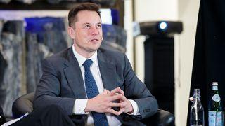 Elon Musk signerer ny kontrakt med Tesla