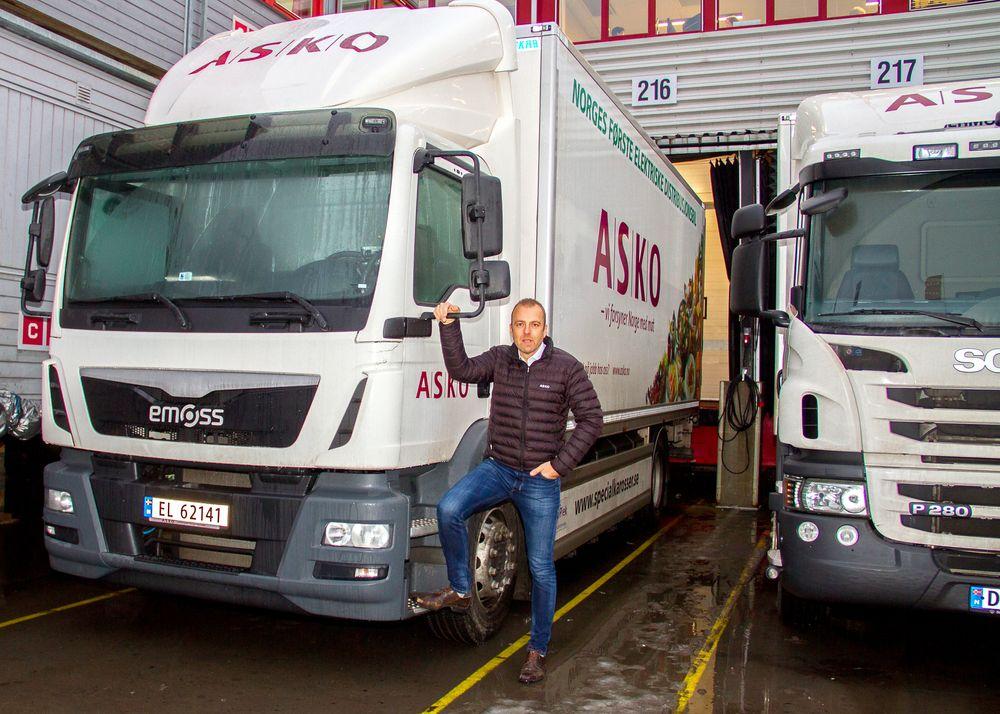 Dette er Norges første heleelektriske lastebil. Når den går er både prosjektleder MariusRåstad hos Asko og sjåførene fornøyde. Men det har vært for mange utfordringer med den ombygdelastebilen.