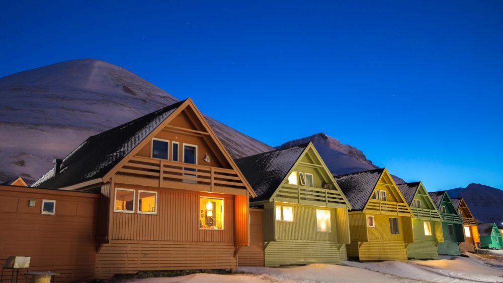 Den gamle måten å fundamentere bygg på på Svalbard er ikke god nok, etterhvert som klimaet endrer seg.