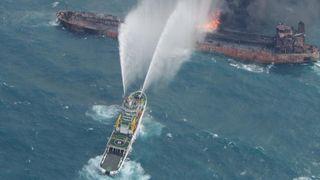Oljetankeren brant i en uke i Kina. Nå vil Kystverket lære av rekord-utslippet