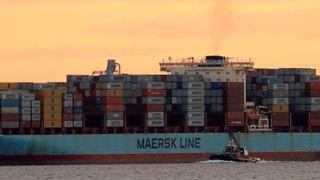 Maersk Line-skip fullastet med konteinere. Bildet er tatt i New York Harbor i New York City sommeren 2017.