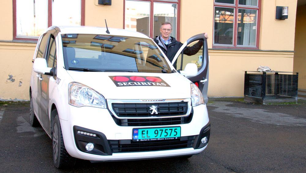 Sverre Thorstad vil øke andelen elbiler. Han ser økt økonomisk risiko ved den beslutningenog kritiserer den offentlige støtten for å være unødig komplisert. På den annen side: Selskapethevder å ha vunnet kontrakt på grunn av elbilene.